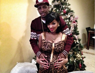 Los and Lola Monroe announce pregnancy on Christmas Day.