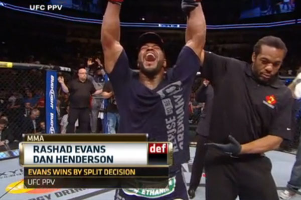 Rashad Evans wins split decision at UFC 161