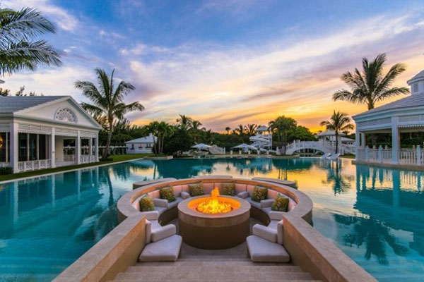 Luxury pools the rich enjoy photos for Show pool status