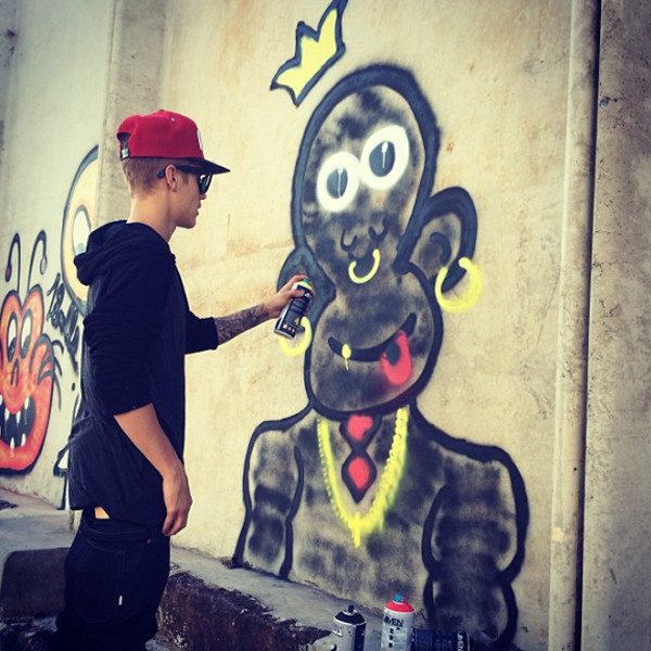 Justin Bieber painting in Brazil