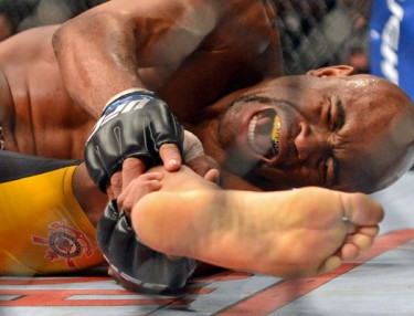 Anderson Silva breaks leg in second loss to Chris Weidman