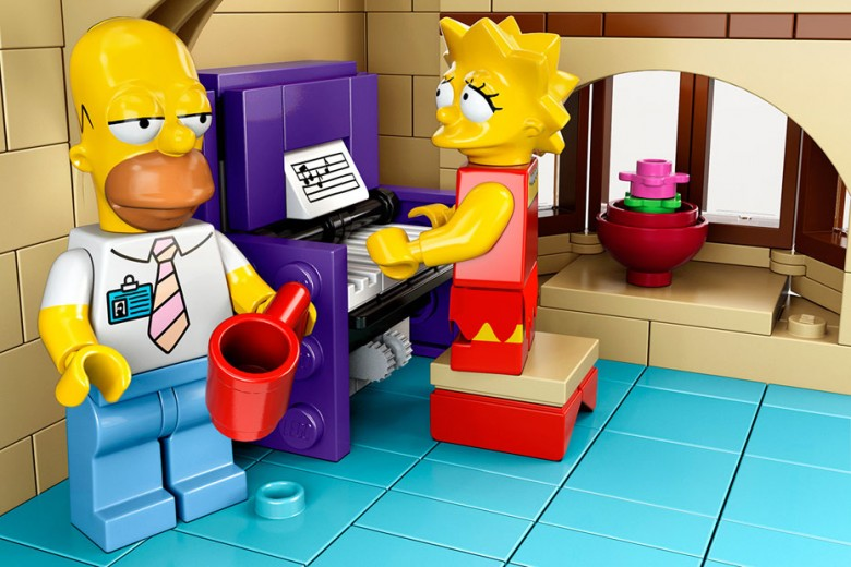 Official LEGO x The Simpsons Set