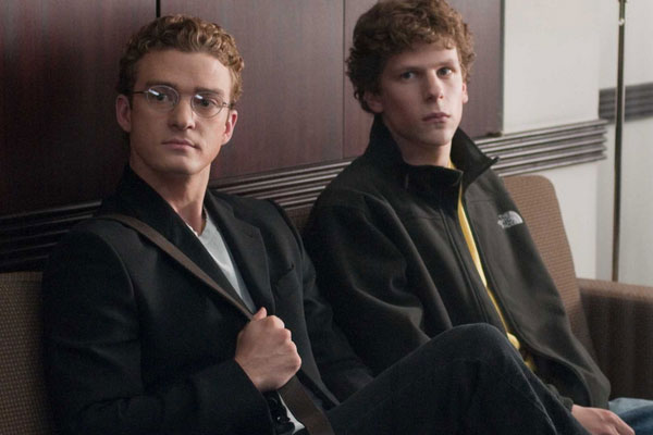 Justin Timberlake and Jesse Eisenberg in THE SOCIAL NETWORK