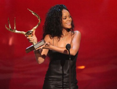 Rihanna Guys Choice Awards