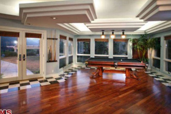Chris Brown's New San Fernando Valley Home