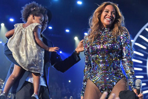 Beyonce wins Video Vanguard Awards at 2014 MTV VMAs