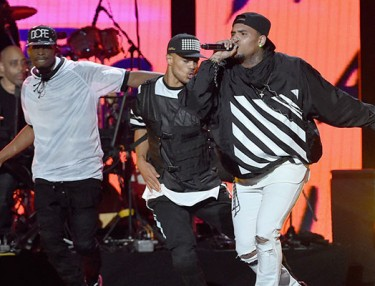 Chris Brown Performs Hits Medley At 2014 Soul Train Awards