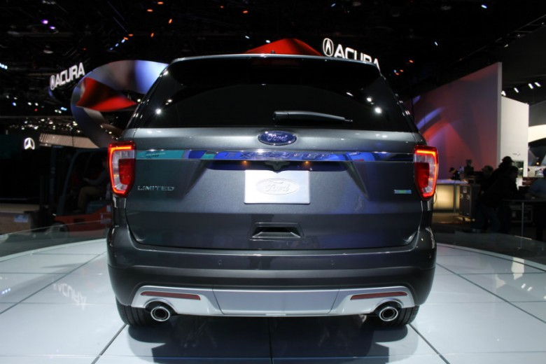 ford behind the blue oval at 2015 naias. Black Bedroom Furniture Sets. Home Design Ideas