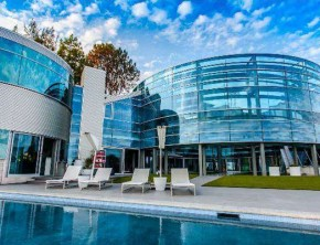 Inside The Beverly Hills Glass House (Justin Bieber's Home)