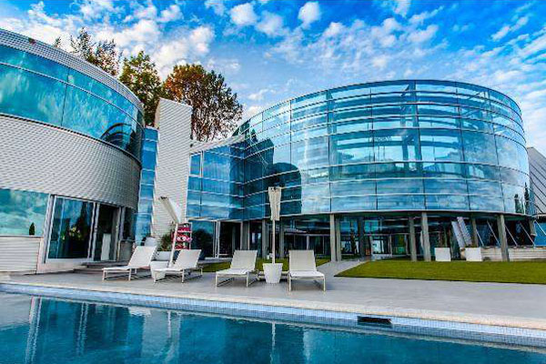 Inside the beverly hills glass house justin biebers home