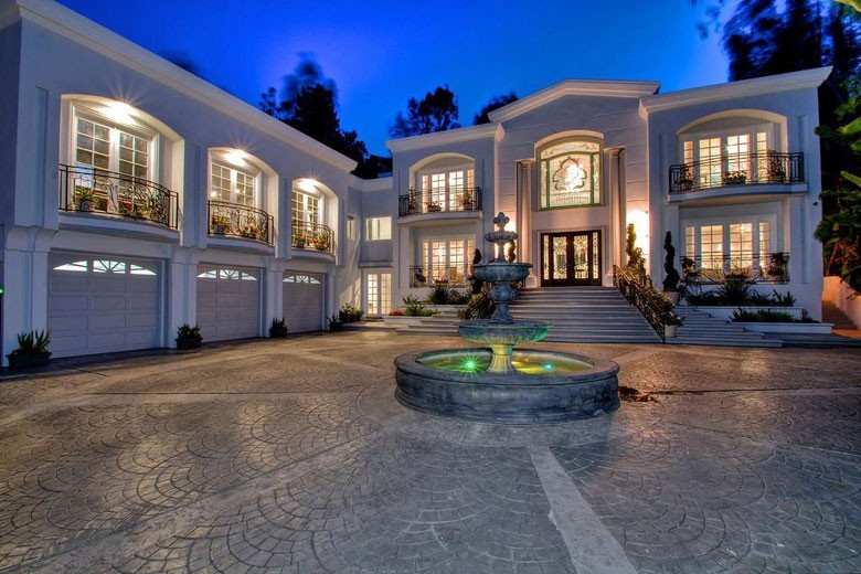 Inside manny pacquiao 39 s beverly hills mansion for Luxury homes for sale in beverly hills