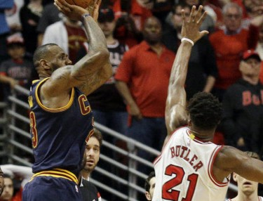 LeBron James Hits Buzzer Beat To Tie Up Cavs-Bulls Series