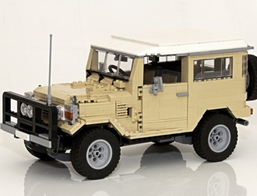Toyota Land Cruiser 40 Series Recreated In LEGO