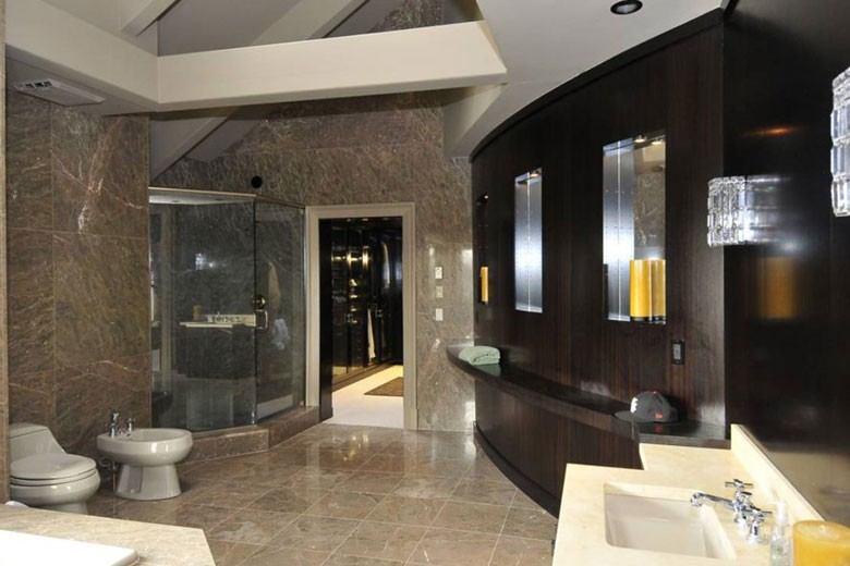 The Master Bathroom | Credit: William Raveis Realty