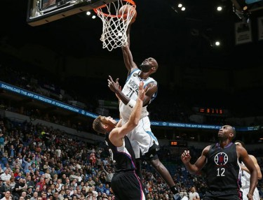 Ouch! Kevin Garnett Posterizes Blake Griffin