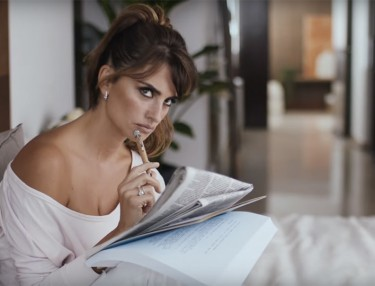 Penelope Cruz Showcases Siri In New iPhone 6S Spot