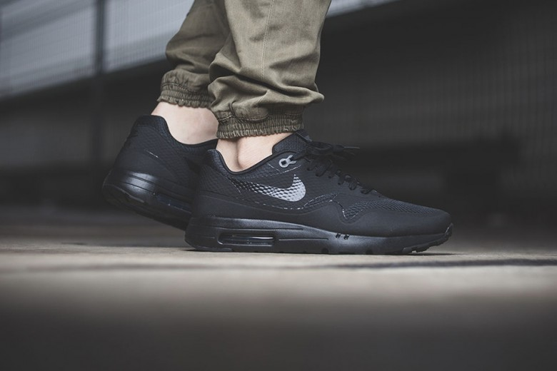 Air Max 1 Triple Black
