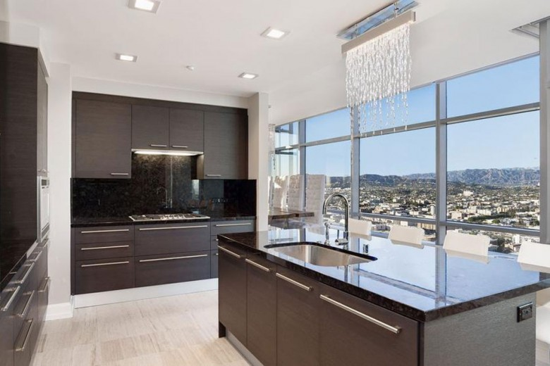 Jim Buss' $8.8 Million Los Angeles Penthouse