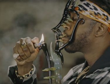 2 Chainz Gets High With $500K Bongs & Dabs