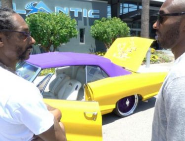 Snoop Dogg Gifits Kobe Bryant Lakers-Themed Lowrider for Retirement
