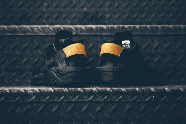 Nike Air Huarache Black/Gold