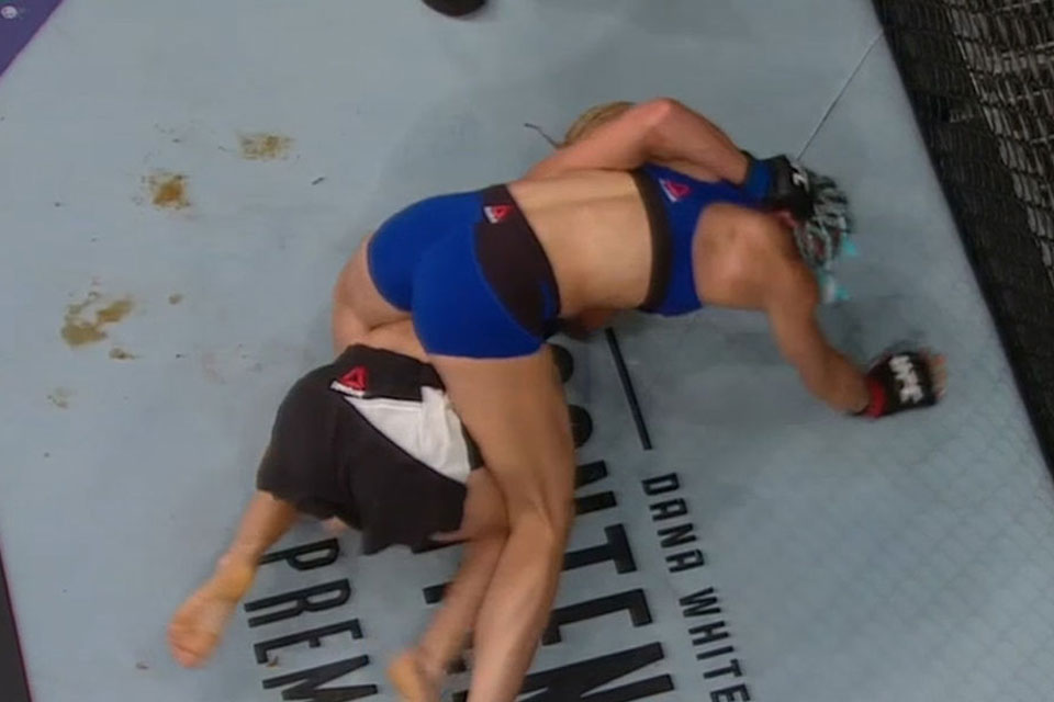 Female UFC Fighter Sh*ts Inside the Octagon