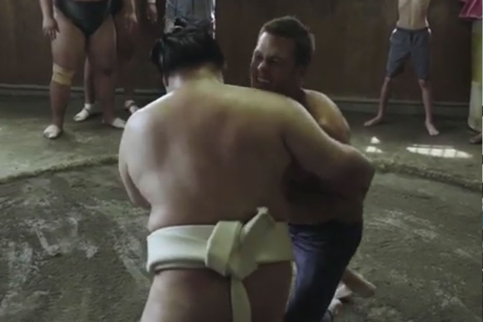 Tom Brady Struggles to Move Sumo Wrestler